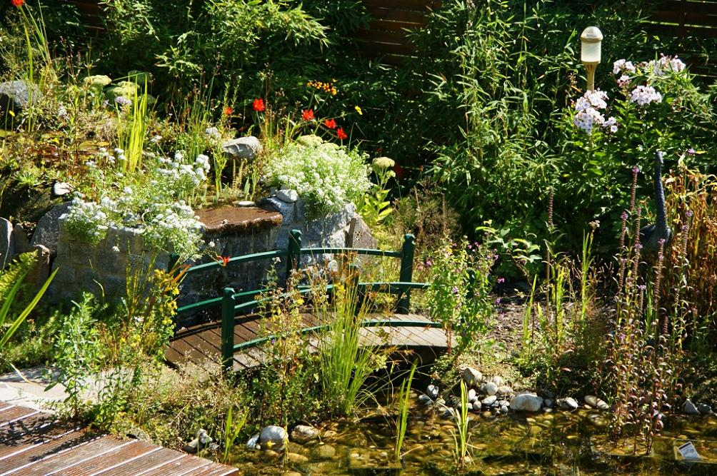 Awesome Gartenteich Mit Brucke Und Bachlauf Pictures - Best ...