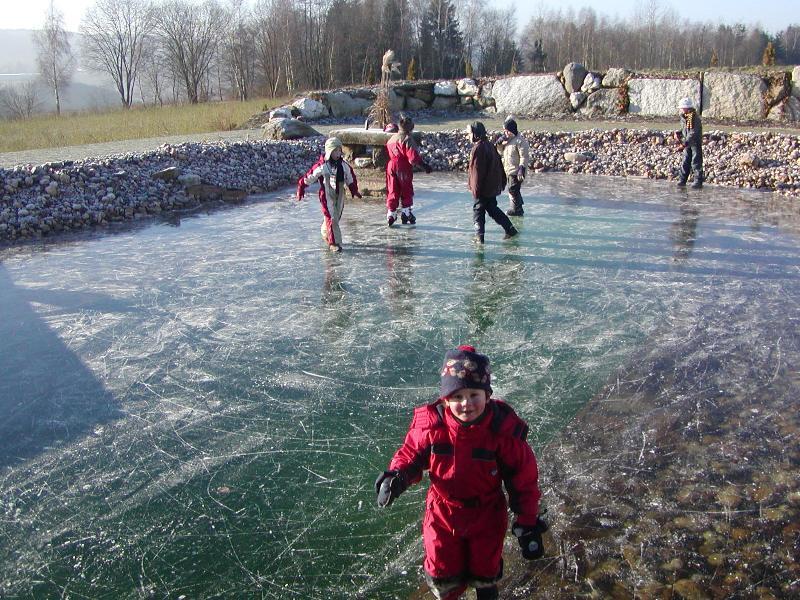 Eislaufen teich for Gartenteich im winter